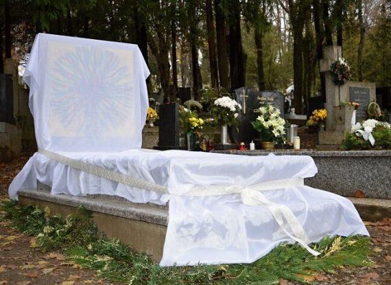 1-Nový-hrob-pre-naších-najmenších-pred-odhalením