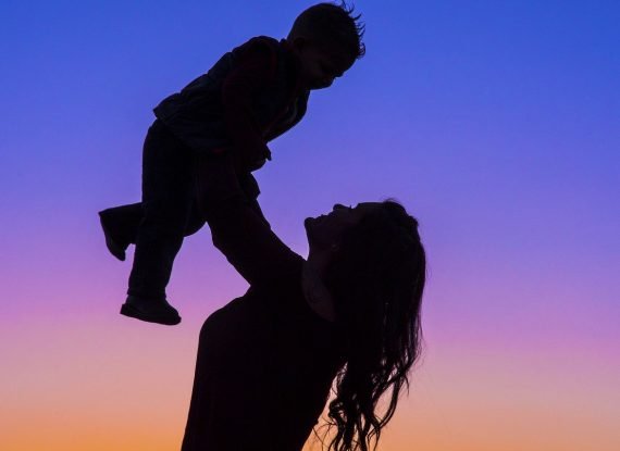 motherhood-2491045_1280